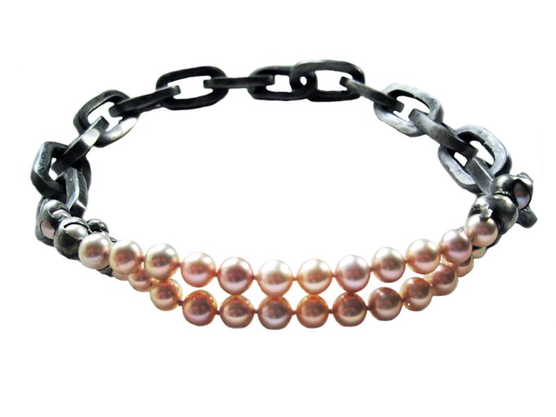 Nolia Shakti, Pink Boy, 2009, necklace, 10-mm pearls, steel, tin, paint, silk, steel wire, 25 x 25 x 550 mm, photo: artist