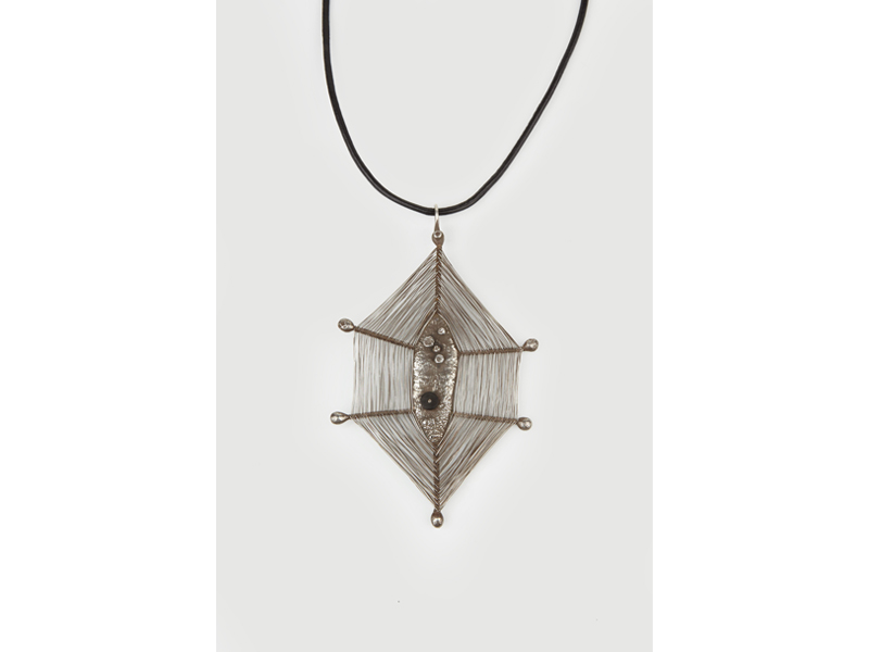 Harry Bertoia (USA 1915–1978), Spider Web, 1945, pendant, sterling silver, black coral, 152 mm high, photo: Didier, Ltd.