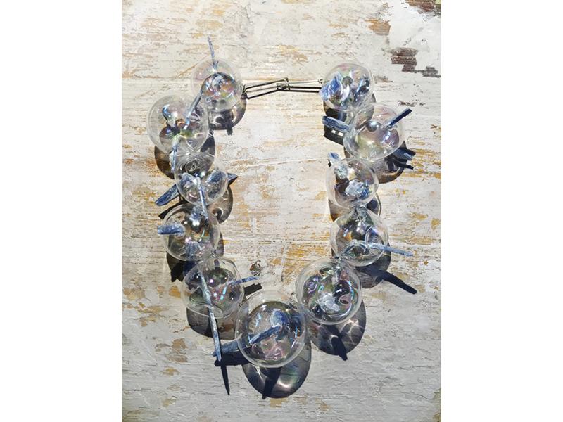 Federica Sala, Unbearable Lightness, 2015, neckpiece, glass, cyanite, silver, blown glass, 200 x 200 x 70 mm, photo: Paulo Ribeiro