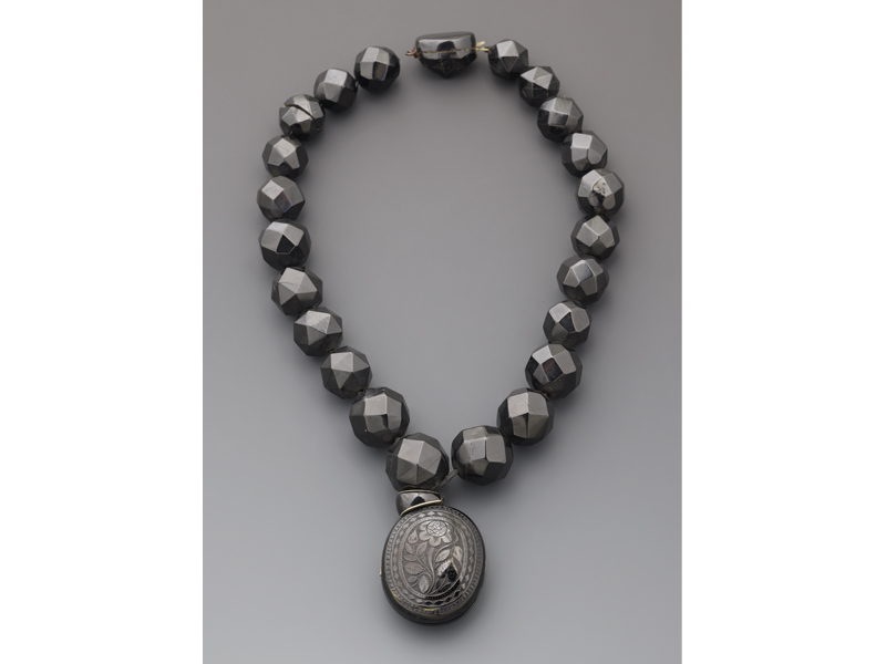Necklace with locket, 1870–1890, 22 large faceted imitation jet beads, beads: 78cm long, locket: 60 x 40 mm, gift of Prof. H. Hale Bellot (1966), photo: courtesy of Manchester Art Gallery 2015