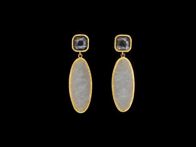 Devta Doolan, Earrings